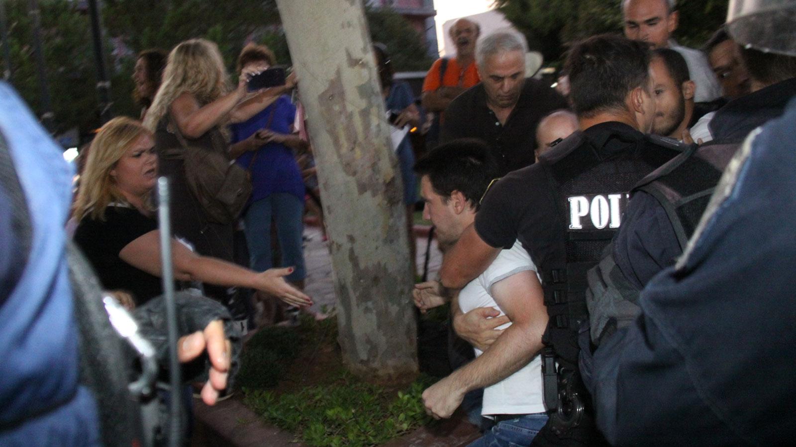 ΚΚΕ : Επίθεση των αστυνομικών δυνάμεων στους συγκεντρωμένους ενάντια στην επέκταση της χωματερής (VIDEO - ΦΩΤΟ)