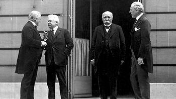 Οι ηγέτες (από αριστερά) της Βρετανίας, της Ιταλίας, της Γαλλίας και των ΗΠΑ κατά την διάρκεια της Διάσκεψης