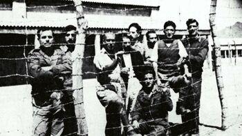 Έλληνες στρατιώτες πίσω από τα «σύρματα» στη Μ. Ανατολή