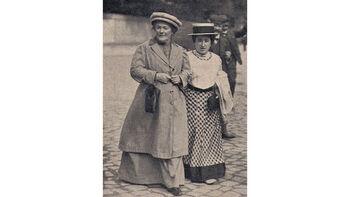 Η Κλάρα Τσέτκιν (αριστερά) με την Ρ. Λούξεμπουργκ