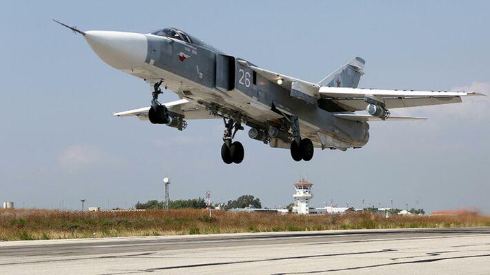 Ρωσικό «SU-24» που συμμετέχει στους βομβαρδισμούς στη Συρία (φωτό ΑΡ)