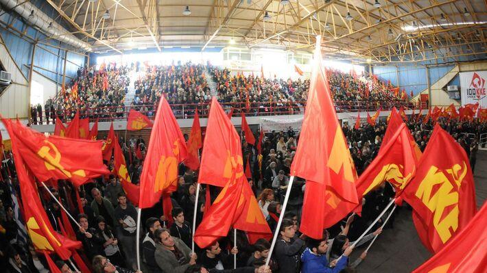 Κατάμεστο το κλειστό γυμναστήριο της Αμαλιάδας στην εκδήλωση της ΚΕ του ΚΚΕ για τον Ν. Μπελογιάννη