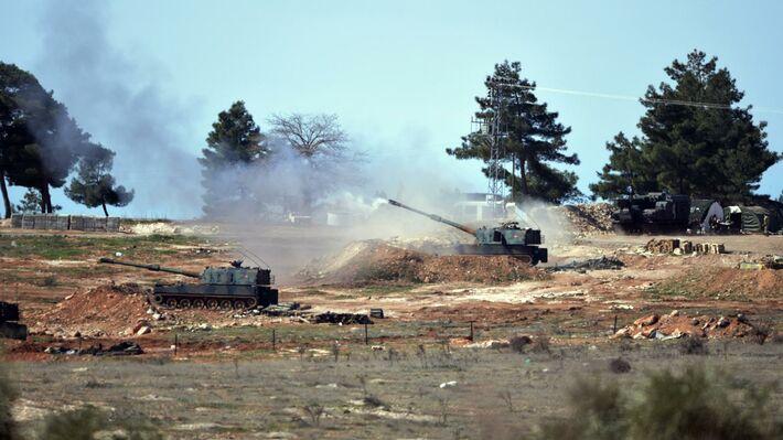 Τουρκικό πυροβολικό βάλλει κατά θέσεων των Κούρδων στη Συρία (πηγή: ΑΡ)