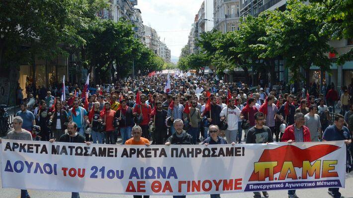 Από την απεργιακή συγκέντρωση του ΠΑΜΕ στην Θεσσαλονίκη στις 6 Μάη