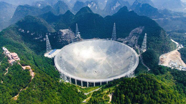 Το ραδιοτηλεσκόπιο «FAST» στην περιφέρεια Πινγκτάνγκ της Κίνας (Φωτό ΑΡ)