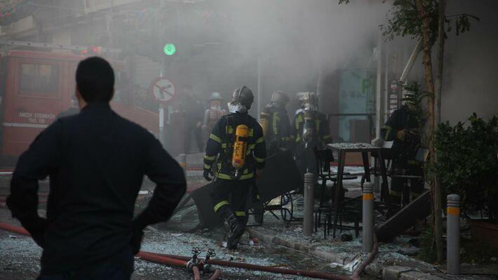 Από την έκρηξη σε κατάστημα εστίασης στην πλατεία Βικτωρίας