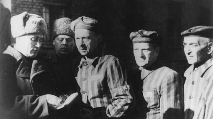 Οι Σοβιετικοί στρατιώτες απελευθερώνουν το Άουσβιτς