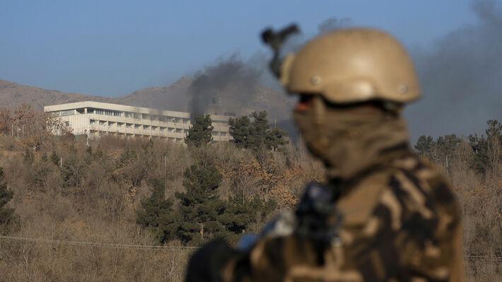 Έληξε η 12ωρη επιχείρηση κυβερνητικών και ΝΑΤΟικών δυνάμεων σε ξενοδοχείο  που τελούσε υπό ομηρία ενόπλων  e61d37ce970