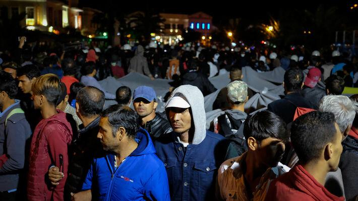 Πρόσφυγες και μετανάστες στην πλατεία Σαπφούς