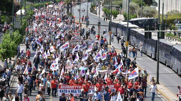 Από την περυσινή απεργιακή πρωτομαγιάτικη πορεία του ΠΑΜΕ στην Αθήνα