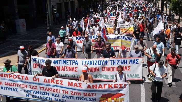 Από παλαιότερη κινητοποίηση του ΠΑΜΕ στην Αθήνα