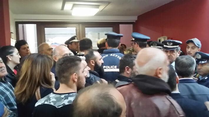 Αντιδράσεις στην παρουσία της αστυνομίας στο συνέδριο του ΕΚ Κατερίνης