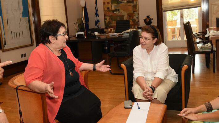 Αποτέλεσμα εικόνας για Συνάντηση της Αλέκας Παπαρήγα με την υπουργό Πολιτισμού
