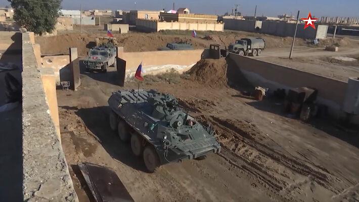 Τα ρωσικά οχήματα μπαίνουν στην πρώην αμερικανική βάση (Πηγή: ТРК «Звезда»)