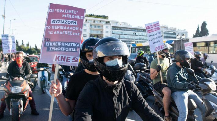 Από τη μοτοπορεία της ΚΝΕ ενάντια στο περιβαλλοντοκτόνο νόμο στις 5/5/2020