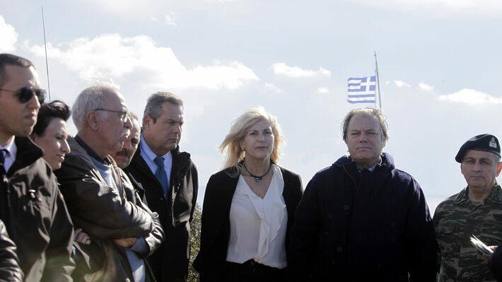 2016: Ο ένοχος για διεύθυνση εγκληματικής οργάνωσης Κασιδιάρης δίπλα - δίπλα με υπουργούς του ΣΥΡΙΖΑ και των ΑΝΕΛ