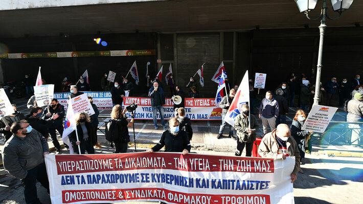 Από τη συμβολική κινητοποίηση στο υπ. Εργασίας στην απεργία στις 26 Νοέμβρη 2020