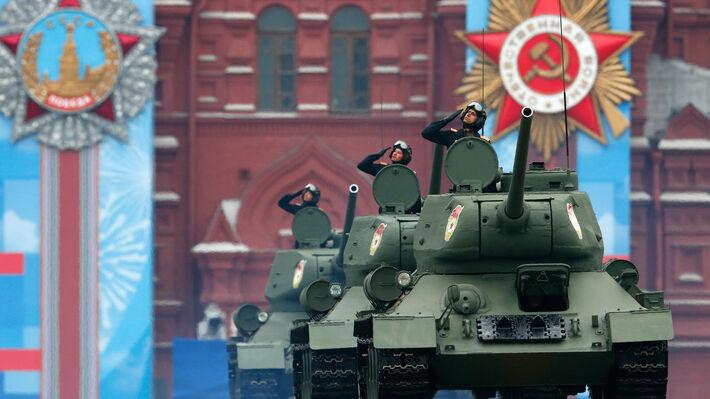 Άρματα Τ-34 του Κόκκινου στρατού στη σημερινή παρέλαση