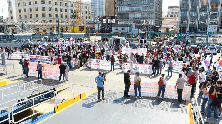 Από την απεργιακή κινητοποίηση των συνδικάτων στο λιμάνι του Πειραιά στις 10/6/2021