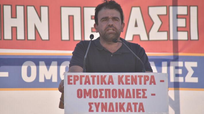 Ο Γ. Στεφανάκης στο βήμα του μεγάλου συλλαλητηρίου στην Αθήνα έξω από τη Βουλή