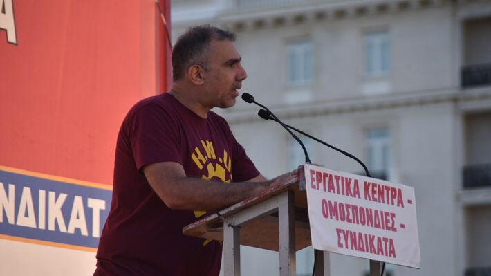 Ο Μ. Καμηλάκης στο βήμα του μεγάλου απογευματινού συλλαλητηρίου έξω από τη Βουλή