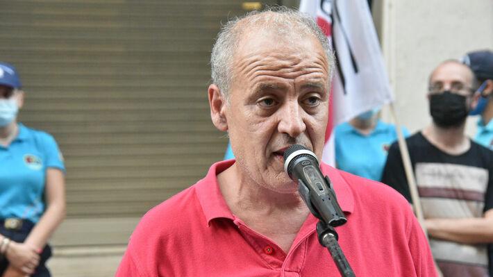 Ο Σ. Σταθουλόπουλος ενώ μιλά στην κινητοποίηση