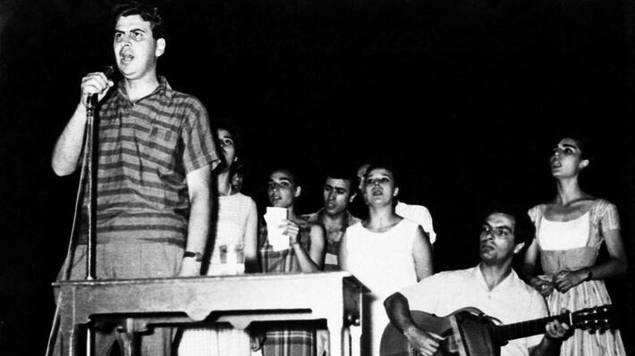 Σε εκδήλωση στον Πειραιά το 1963