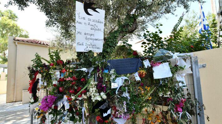 Πνιγμένο» στα λουλούδια και την αγάπη του κόσμου το σπίτι του στον Γαλατά  Χανίων (ΦΩΤΟ) | 902 Mobile