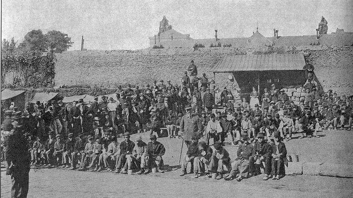 Αιχμάλωτοι κομμουνάροι στις Βερσαλλίες